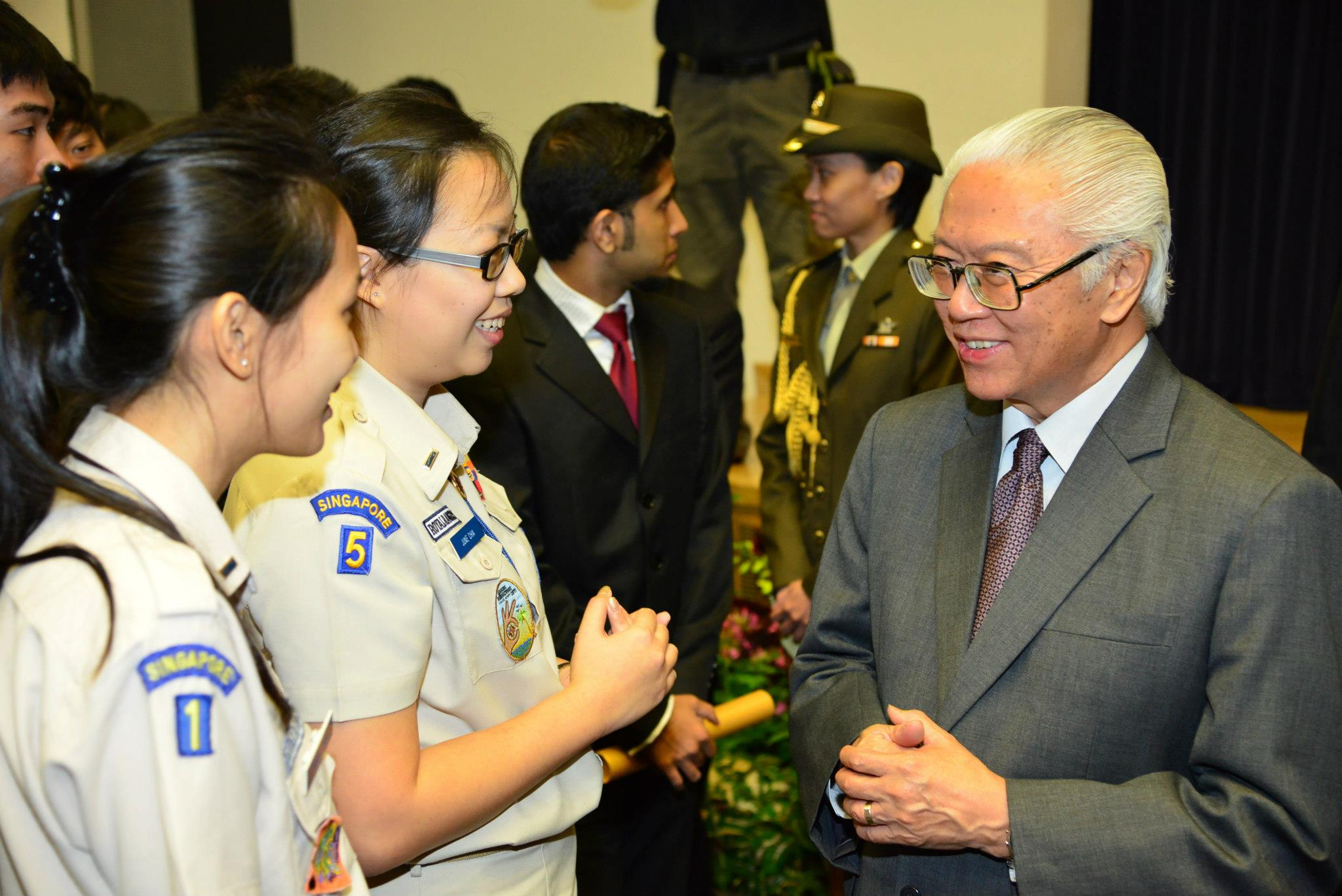 Cmdrs June Chia & Ivana Choo speaking with President Tony Tan at the NYAA Gold Award Ceremony